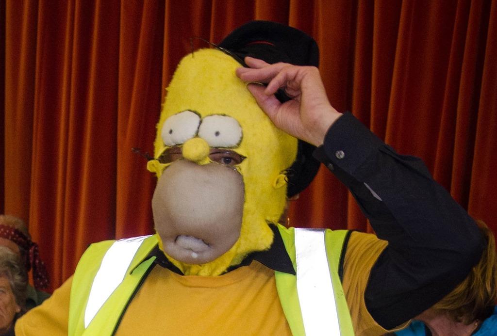 Homer-doing-the-judging.jpg